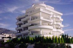 Τετραώροφη πολυκατοικία στη Γλυφάδα   vasdekis