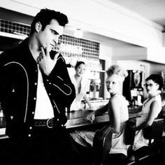 Joaquin Phoenix with a lil rockabilly style.....so damn sexy!!!