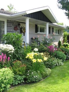 This post covers several affordable landscaping project ideas to help homeowners increase their property value. Home Landscaping, Front Yard Landscaping, Landscape Design, Garden Design, Cottage Garden Plants, Farmhouse Garden, Garden Planning, Garden Paths, Porches