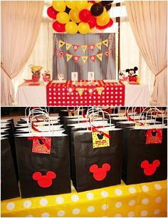 Detalles para fiesta de Mickey con decoración en amarillo, rojo y negro. Indicaciones.