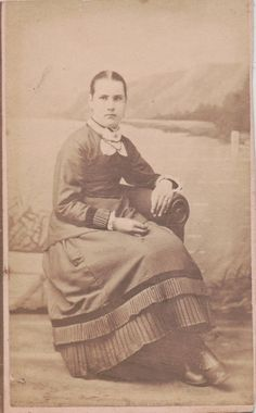 CDV 39: Victorian Women, Female Photographers, Photos, Pictures, Cabinet, Cards, Painting, Image, Clothes Stand