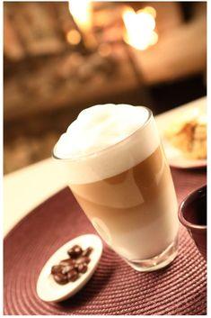 Prendre un #café latte macchiato dans un salon de thé tellement cosy que vous n'avez plus envie de partir. www.olivieretannecatherine.com #cafegourmand #cafelatte #photocafe Latte Macchiato, Photo Café, Panna Cotta, Photos, Pudding, Tableware, Ethnic Recipes, Desserts, Food