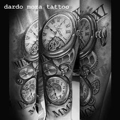 #timetattoo #blackandgreytattoo #clocktattoo #dardomoratattoo