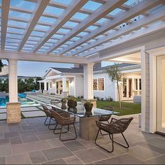 Pergola For Car Parking Die Hamptons, Hamptons Style Homes, Backyard Patio, Backyard Landscaping, Patio Roof, Porches, Alfresco Area, Outdoor Living Rooms, Outdoor Areas