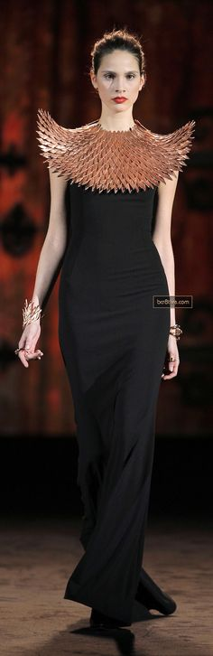 Aristocrazy MBFW I want that collar, very Athena esque in my opinion. Haute Couture Style, Couture Mode, Couture Fashion, Fashion Art, Runway Fashion, High Fashion, Womens Fashion, Fashion Design, Ideas Joyería