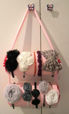 diy headband holder: must be something better than wasting 2 rolls of paper towels though Diy Headband Holder, Headband Storage, Headband Display, Headband Organization, Hair Band Storage, Organizing Jewelry, Organizing Hair Accessories, Paper Towels, Paper Towel Rolls