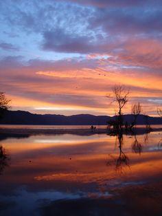 Amanecer a la Orilla del Lago de Atitlan, San Pedro la Laguna, Solola