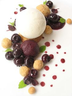 blueberry pie (sous-vide blueberries, roasted flour nuggets, lemon balm frozen yogurt & blueberry sauce)