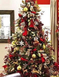 Reindeer & owls oh my. Love the bold, slightly masculine patterned ribbon. Pine cones & yellow green ornaments, red accent ribbon, berries branches, sensational! ***