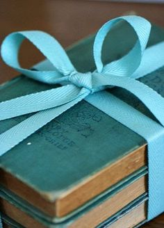 vintage turquoise books grouped together with a beautiful Tiffany blue ribbon cute for side table by bed.L/R on a book shelf. Bleu Turquoise, Shades Of Turquoise, Aqua Blue, Shades Of Blue, Blue And White, Turquoise Cottage, Vintage Turquoise, Verde Tiffany, Tiffany Blue