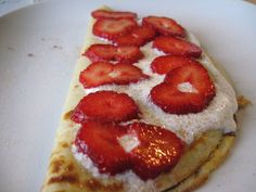 Pancake with strawberries and cream topping