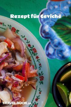 """Kennen Sie schon Ceviche, das Gericht, über das gerade alle sprechen? Der rohe Fischsalat kommt eigentlich aus Peru, doch auch hierzulande mausert er sich zum Food-Trend und wird mehr und mehr ein ernst zu nehmender Konkurrent für das so beliebte Sushi. Was das Geheimnis hinter Ceviche ist, was das mit Tigermilch zu tun hat und wie Sie das Gericht auch Zuhause hinkriegen, lesen Sie in unserer Food-Kolumne """"Friederikes Weltspeisen""""."""