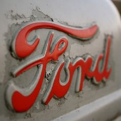 hot rod, muscle cars, rat rods and girls: Photo Ford Classic Cars, Classic Trucks, Car Ford, Ford Trucks, Ford Emblem, Ford Girl, Ford Lincoln Mercury, Old Tractors, Car Buyer