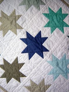 Star quilt close-up. Makes me want to buy a bolt of white Kona, lock myself in my craft room, and come out with a bunch of tops. I love piecing!