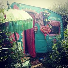 Something for my daughter and her friends to chill in in the backyard. Gypsy Trailer, Gypsy Caravan, Gypsy Wagon, Hippie Camper, Camper Caravan, Gypsy Home, Gypsy Living, Color Turquesa, Vintage Travel Trailers