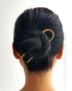 A sleek brass hair pin to make your fancy bun the center of attention. 26 Pieces Of Minimalist Jewelry As Beautiful As They Are Simple Hair Inspo, Hair Inspiration, Bun Pins, Cute Buns, Hair Sticks, Hair Accessories For Women, Wedding Accessories, Modern Wedding Jewellery, Women Jewelry