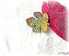 35 LEI | Brose handmade | Cumpara online cu livrare nationala, din Cluj Napoca. Mai multe Bijuterii in magazinul alamoniquecreations pe Breslo. Lei, Insects, Swarovski