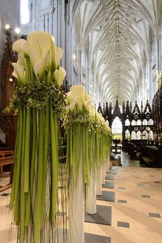 Winchester Cathedral, Hampshire, UK built in 1093 and is one of the largest cathedrals in England, with the longest nave and greatest overall length of any Gothic cathedral in Europe in wonderful wedding arrangements! Calla Lily Wedding Flowers, Calla Lilies, Floral Wedding, Wedding Bouquets, Lilies Flowers, Trendy Wedding, Wedding Ideas, Church Wedding Decorations, Ceremony Decorations