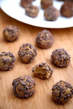 Pin for Later: 120+ Vegan and Gluten-Free Recipes (That Don't Taste Like It!) Chocolate Chip Peanut Butter Protein Balls Get the recipe: chocolate chip peanut butter protein balls Note: use gluten-free rolled oats and a gluten-free, plant-based protein powder.