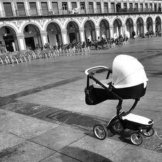 Lovely words and photos from blogger @PetitCarrusel in Córdoba, Spain http://www.petitcarrusel.com/familia/juegos-y-sonrisas/397-de-paseo-con-mima-xari.html