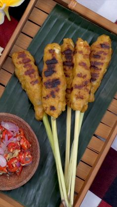 This spicy Balinese version of satay has fish chicken and a whole lot of yumminess. Sweet & Easy, Malay Food, Indonesian Cuisine, Malaysian Food, International Recipes, Diy Food, Asian Recipes, Food Videos, Carne