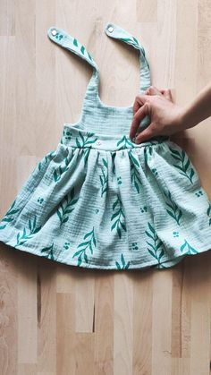 Baby Girl Dresses Diy, Baby Girl Dress Design, Baby Girl Frocks, Girls Dresses Sewing, Sewing Baby Clothes, Frocks For Girls, Little Girl Dresses, Cotton Frocks For Kids, Kids Frocks Design