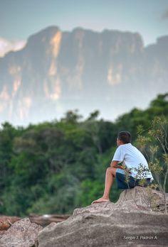 Joven de la etnia Pemon, fotografiado en el Parque Nacional Canaima, Estado Bolívar, Venezuela.