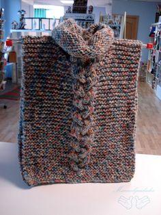 Otro poncho tejido por una de nuestras alumnas en clase