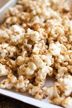 Gooey Butter Toffee Popcorn (with Heath Toffee Bits) Recipes Appetizers And Snacks, Yummy Snacks, Delicious Desserts, Snack Recipes, Dessert Recipes, Cooking Recipes, Yummy Food, Cooking Tips, Butter Popcorn