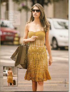 """muçambê artesanato: Exuberante vestido em crochê no estilo """"tomara que..."""
