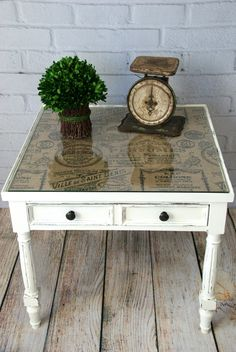 Pretty end table makeover! Add patterned burlap or fabric under a glass tabletop. See more ideas http://canarystreetcrafts.com/