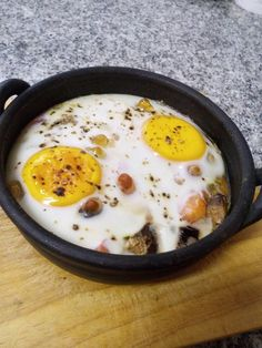 Puré de bróculos com ovos escalfados