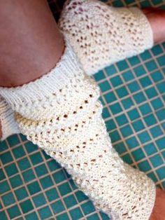 Neulotut pitsilämppärit Wool Socks, Knitting Socks, Knitting Ideas, Boot Cuffs, Sewing Hacks, Sewing Tips, Leg Warmers, Mittens, Needlework
