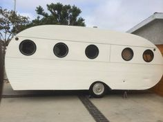 This 1953 Airfloat Navigator is a great example of restored vintage campers. The Airfloat is an American Classic - learn more about them here. Vintage Camper Interior, Trailer Interior, Travel Camper, Diy Camper, Camper Ideas, Travel Trailers For Sale, Vintage Travel Trailers, Camp Trailers, Bike Trailer