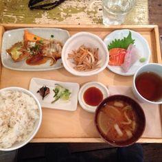 A to Z cafe エートゥーゼットカフェ  南青山 (東京都港区南青山5-8-3 equboビル5F)  和食