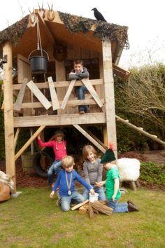 Ben je op zoek naar een speelhuis voor in de tuin die ook nog grotere kinderen leuk is? Met de 3,5 meter hoge Boomhut van Saartje Prum is succes verzekerd! Backyard Fort, Backyard Playground, Kids Play Area, Kids Room, Outdoor Play, Play Houses, Diy For Kids, Kids Playing, Projects To Try