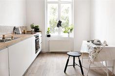 Кухня без навесных шкафов в интерьере