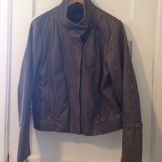 100% leather gunmetal grey gap leather jacket In good condition however signs of wear on sleeves comes with detachable fur collar GAP Jackets & Coats