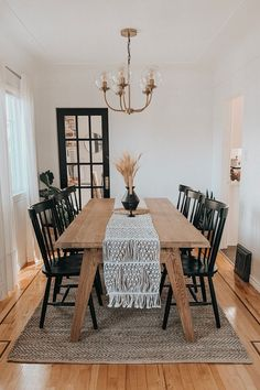 Black Dining Chairs, Oak Dining Table, Dining Room Tables, Farmhouse Dining Chairs, Industrial Dining Tables, Modern Farmhouse Dining Table And Chairs, Dining Table Decorations, Dining Area, Home Decor Ideas
