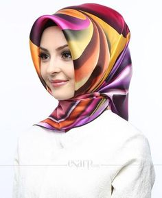 Sarar marka karışık renkli ve karışık desenli bu eşarba linke tıklayarak hemen sahip olabilirsiniz!