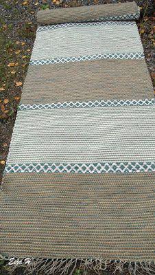 Eijan Kudontaputiikki: matot Rag Rugs, Rug Ideas, Tear, Recycled Fabric, Woven Rug, Beach Mat, Recycling, Outdoor Blanket, Weaving