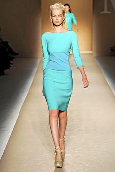 Stunning aqua dress by MaxMara Couture Fashion, Runway Fashion, High Fashion, Fashion Beauty, Womens Fashion, Spring Fashion, Fashion Trends, Dress Skirt, Dress Up