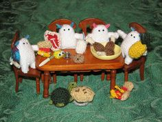 A Tiny Yeti feast made by Sheila; look at the teeny chicken, steak, turtle - so cute!