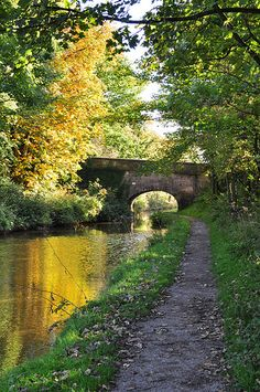 Congleton is a town in the county of Cheshire in England. It lies on the banks of the River Dane, 21 miles south of Manchester. British Countryside, England And Scotland, Destinations, Belle Photo, Beautiful Landscapes, Paths, Great Britain, Beautiful Places, Scenery