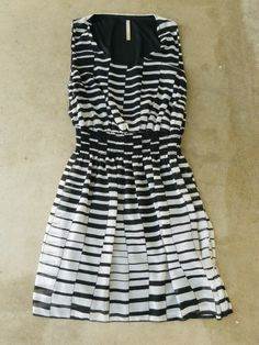 Hypnotizing Indie Lines Dress --like a sexy barcode Nice Dresses, Casual Dresses, Fashion Dresses, Summer Dresses, Stripped Dress, Vintage Inspired Outfits, Playing Dress Up, I Dress, Cute Outfits