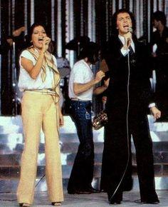 """Camilo y Angela Carrasco cantando """"Callados"""""""