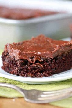 Zucchini Brownies with 1 Minute Frosting!Easy Zucchini Brownies with 1 minute Frosting! These are quick and amazing to make. and the zucchini keeps them so moist and amazing! The frosting. Zucchini Banana Bread, Zucchini Brownies, Chocolate Zucchini Bars, Zuchinni Recipes Bread, Zucchini Chips, Brownie Recipes, Cake Recipes, Dessert Recipes, Lasagna Recipes