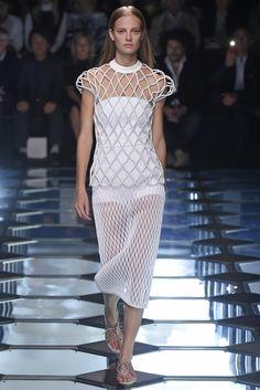 Balenciaga RTW Spring 2015 - Slideshow - Runway, Fashion Week, Fashion Shows, Reviews and Fashion Images - WWD.com