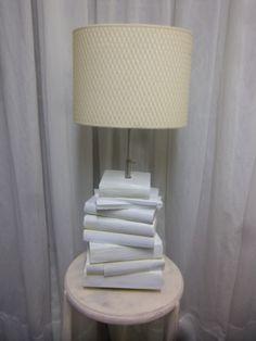 boeken beschilderd met verborgen vakje in boek.