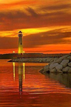 enthralling Sunset in Wawatam Lighthouse in St. Ignace, MichiganA enthralling Sunset in Wawatam Lighthouse in St. Beautiful Sunset, Beautiful World, Beautiful Places, Beautiful Pictures, Saint Ignace, Lighthouse Pictures, Lighthouse Art, Belle Photo, Nature Photography